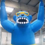inflatable–giant-roof-top-gorilla-blue
